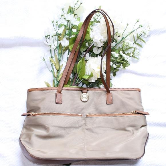 644dd3e0644627 Michael Kors Bags | Kempton Medium Pocket Tote | Poshmark